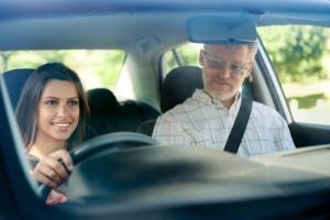 Megszerezte jogosítványát, mégis bizonytalan? Gyakorolja a vezetést velünk!